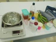 道具と材料。料理教室の様な理科の実験の様な・・・