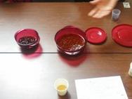 まずはローズヒップ。事前に水に浸けておいたモノに砂糖を入れ加熱します。